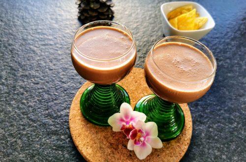 Ein tolles schnelles Rezept für Nutellalikör aus nur 3 Zutaten. Nutella, Rum & Sahne zaubern einen himmlischen Genuss auf Cappotella, dem Foodblog im XXL-Format