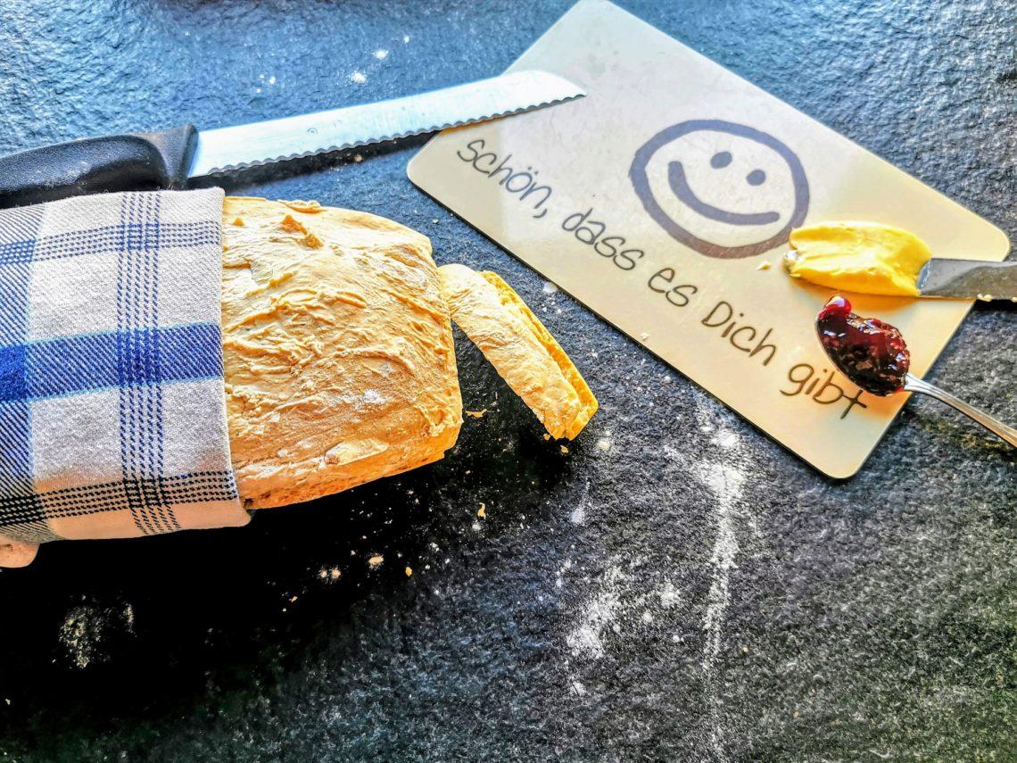 Irisches Buttermilchbrot backen ist gar nicht so schwer. Außerdem ist es ohne Hefe und geht flott. Ein tolles Backrezept zum Frühstück!
