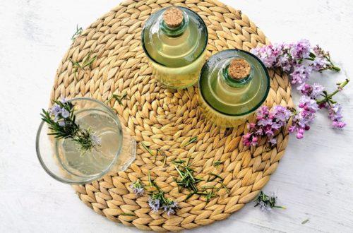 ROsmarinsirup mit Fliedernote kochen, ein tolles Rezept als Geschenk aus der Küche.